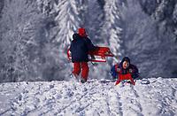 Europe/Allemagne/Forêt Noire/Env de Hinterzarten : Enfants faisant de la luge