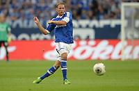 FUSSBALL   1. BUNDESLIGA   SAISON 2013/2014   1. SPIELTAG FC Schalke 04 - Hamburger SV          11.08.2013 Benedikt Hoewedes (FC Schalke 04) am Ball