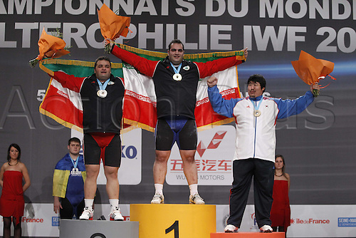 13.11.2011. Paris, France.    Sajjad ANOUSHIRAVANI HAMLABAD Argent Iri 105kg ET Behdad SALIMIKORDASIABI Or Iri 105kg Sang Guen Jeon Bronze KOR 105kg weight category  world championships  Paris 2011 Disney Village  Groupe A for men.