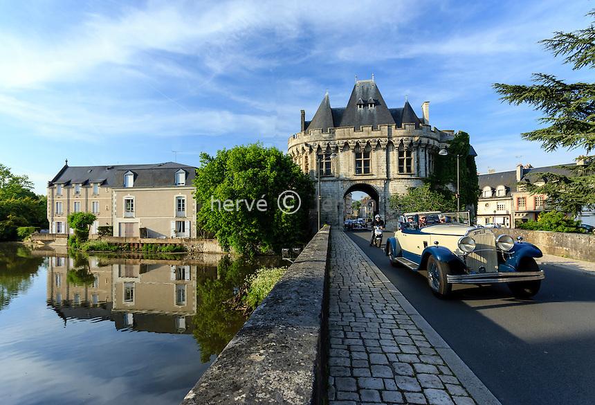 France, Loir-et-Cher (41), Vendôme, la porte Saint-Georges // France, Loir et Cher, Vendome, Saint Georges door