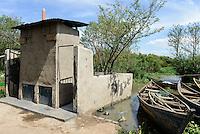 KENYA Kisumu, public toilet at Lake Victoria / KENIA Kisumu, WC am Viktoria See
