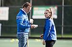 AMSTELVEEN - coach Jorge Nolte (Hurley) met manager Merel Bas.  Hoofdklasse competitie dames, Hurley-HDM (2-0) . COPYRIGHT KOEN SUYK