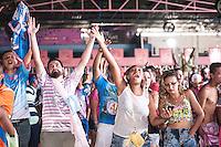 SÃO PAULO, SP - 09.02.2016: CARNAVAL-SP - Integrantes da Rosas de Ouro acompanham a apuração das notas na quadra da escola, no bairro do Jardim das Graças, na tarde desta terça-feira (09). (Foto:Rogerio Gomes/Brazil Photo Press)