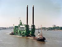 Juni 1986.  Amazone dredge van DEME.