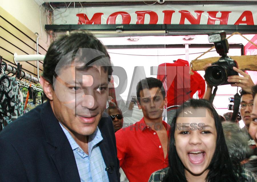 ATENÇÃO EDITOR: FOTO EMBARGADA PARA VEÍCULOS INTERNACIONAIS - SAO PAULO, SP, 14 DE SETEMBRO 2012 - ELEICOES SP - FERNANDO HADDAD - Candidato Fernando Haddad (PT) durante visita ao bairro de  Ermelino Matarazzo regiao leste da cpaital paulista nesta sexta-feira, 14. FOTO: RODRIGO PIANO - BRAZIL PHOTO PRESS.