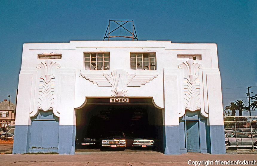 Los Angeles: Pacific Auto Works Bldg. in Long Beach, 1928. Schilling & Schilling. Zig-Zag Moderne.  Photo '82.