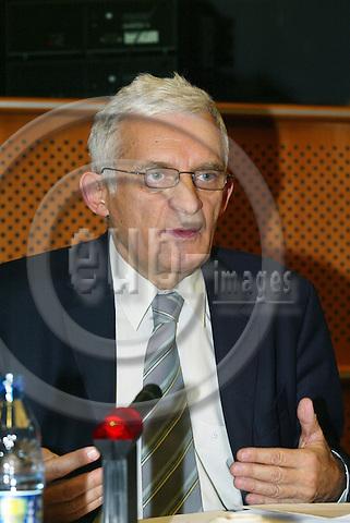 BRUSSELS - BELGIUM - 10 JANUARY 2006 -- MEP Jerzy BUZEK.  PHOTO: ERIK LUNTANG / EUP-IMAGES