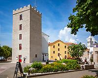 Croatia, Kvarner Gulf, Novi Vinodolski: tower Kvadrac, remains of Castle Frankopan | Kroatien, Kvarner Bucht, Novi Vinodolski: Turm Kvadrac, Ueberbleibsel des ehemaligen Schlosses der Fuersten Frankopan