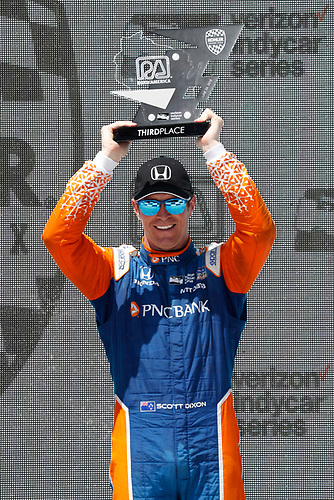 Scott Dixon, Chip Ganassi Racing Hondacelebrates on the podium