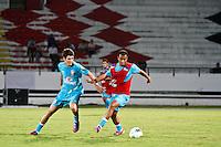 ATENÇÃO EDITOR: FOTO EMBARGADA PARA VEÍCULOS INTERNACIONAIS - RECIFE,PE,10 SETEMBRO 2012 - AMISTOSO SELEÇÃO BRASILEIRA - BRASIL X CHINA - Oscar (e)  Lucas jogador do Brasil duarnte partida Brasil x China no Estádio Arruda em Recife na noite desta segunda feira (10).(FOTO ALE VIANNA - BRAZIL PHOTO PRESS).
