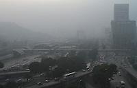 RIO DE JANEIRO, RJ, 02 MAIO 2013 - CLIMA TEMPO RJ -  Amanhecer com forte nevoeiro na cidade do Rio de Janeiro visto a partir da região central nessa quinta 02 (FOTO:LEVY RIBEIRO / BRAZIL PHOTO PRESS)