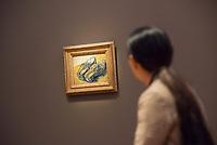 """Ausstellung """"Van Gogh. Stillleben"""" im Potdamer Museum Barberini.<br /> Die Ausstellung versammelt in einer repraesentativen Auswahl 27 Gemaelde. Von den in dunklen Erdtoenen gehaltenen Studien des Fruehwerks der Jahre 1881–1885 bis zu den in leuchtenden Farben gemalten Obst- und Blumenstillleben, die in den letzten Lebensjahren entstanden.<br /> Im Bild: Das Gemaelde """"Lederpantoffeln"""".<br /> 24.10.2019, Potsdam<br /> Copyright: Christian-Ditsch.de<br /> [Inhaltsveraendernde Manipulation des Fotos nur nach ausdruecklicher Genehmigung des Fotografen. Vereinbarungen ueber Abtretung von Persoenlichkeitsrechten/Model Release der abgebildeten Person/Personen liegen nicht vor. NO MODEL RELEASE! Nur fuer Redaktionelle Zwecke. Don't publish without copyright Christian-Ditsch.de, Veroeffentlichung nur mit Fotografennennung, sowie gegen Honorar, MwSt. und Beleg. Konto: I N G - D i B a, IBAN DE58500105175400192269, BIC INGDDEFFXXX, Kontakt: post@christian-ditsch.de<br /> Bei der Bearbeitung der Dateiinformationen darf die Urheberkennzeichnung in den EXIF- und  IPTC-Daten nicht entfernt werden, diese sind in digitalen Medien nach §95c UrhG rechtlich geschuetzt. Der Urhebervermerk wird gemaess §13 UrhG verlangt.]"""