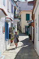 Greece, Aegean Islands, Southern Sporades, Island Samos, Manolates: Street view in traditional mountain village | Griechenland, Aegaeis, Suedliche Sporaden, Insel Samos, Bergdorf Manolates: Gasse