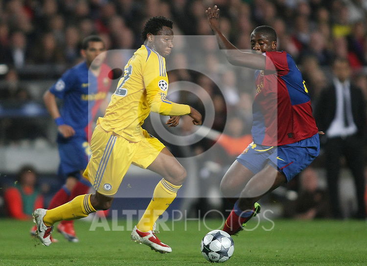 Chelsea's John Mikel Obi (l) and FC Barcelona's Toure Yaya (r) during the UEFA Champions League match.April 28 2009. (ALTERPHOTOS/Acero).