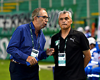 PALMIRA - COLOMBIA, 06-10-2018: Gerardo Pelusso (Izq.), técnico de Deportivo Cali y Gustavo Portela (Der.) médico, durante partido de la fecha 13 entre Deportivo Cali y Patriotas F. C., por la Liga Aguila II 2018, jugado en el estadio Deportivo Cali (Palmaseca) de la ciudad de Cali. / Gerardo Pelusso (L), coach of Deportivo Cali and Gustavo Portela (R) doctor, during a match of the date 13th between Deportivo Cali and Patriotas F. C., for the Liga Aguila II 2018 at the Deportivo Cali (Palmaseca) stadium in Cali city. Photo: VizzorImage  / Nelson Ríos / Cont.