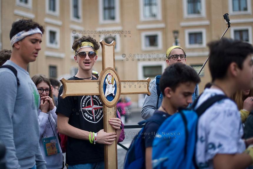 Città del Vaticano, 23 Aprile 2016. Migliaia di giovani cattolici si sono ritrovati a Roma per partecipare al Giubileo dei giovani. Thousands of young faithful gathered in Rome to participate at the Youth Jubilee at the Vatican.