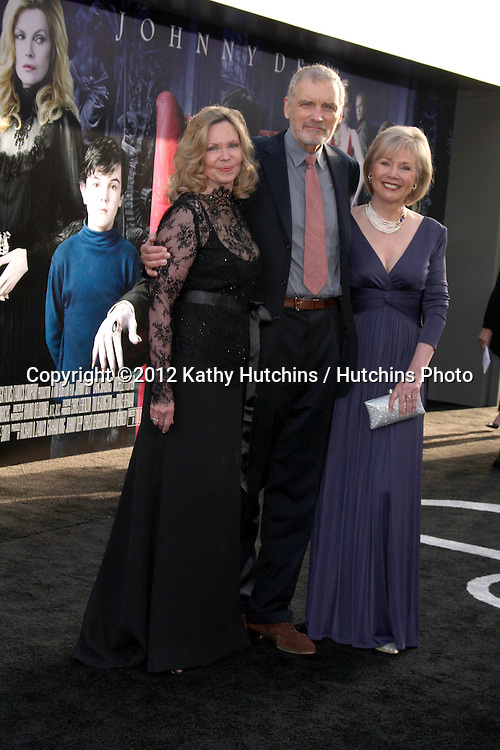 "LOS ANGELES - MAY 7:  Lara Parker, David Selby, Kathryn Leigh Scott arrives at the ""Dark Shadows"" - Los Angeles Premiere at Graumans Chinese Theater on May 7, 2012 in Los Angeles, CA"