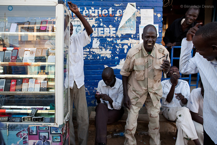 11 januay 2011 - Juba, South Sudan - Southern sudanese men working at a mobile phone shop as ballots are counted following a weeklong independence referendum in Juba, the capital of Southern Sudan. Photo credit: Benedicte Desrus / Sipa Press