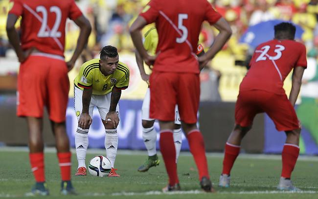 Edwin Cardona en el partido contra Peru en el Estadio Metropolitano Roberto Melendez de Barranquilla el  8 de octubre de 2015.<br /> <br /> Foto: Archivolatino<br /> <br /> COPYRIGHT: Archivolatino<br /> Prohibido su uso sin autorización.