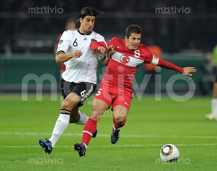 FUSSBALL INTERNATIONAL  EM 2012 - Qualifikation  SAISON 2010/2011    Deutschland - Tuerkei      08.10.2010 Sami KHEDIRA (li, Deutschland) gegen Emre Beloezoglu (re, Tuerkei)
