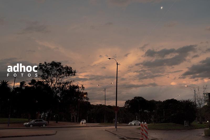Parque Rod&oacute;, atardecer. Montevideo, 16/04/2016.<br /> URUGUAY / MONTEVIDEO / 2016<br /> Foto: Ricardo Ant&uacute;nez / AdhocFotos<br /> www.adhocfotos.com