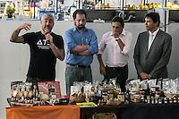 SÃO PAULO, SP, 18.12.2014 - LANÇAMENTO DA REVITALIZAÇÃO DO MERCADO DE PINHEIROS - O chefe Alex Atala, o subprefeito de Pinheiros Angelo Filardo, o Secretaria Municipal do Desenvolvimento, Trabalho e Empreendedorismo Arthur Henrique e o prefeito de São Paulo Fernando Haddad participam da assinatura do termo de intenção para revitalização do mercado de Pinheiros, em parceria com o instituto ATA, na tarde desta quinta - feira (18), na zona oeste de São Paulo. (Foto: Taba Benedicto/ Brazil Photo Press)