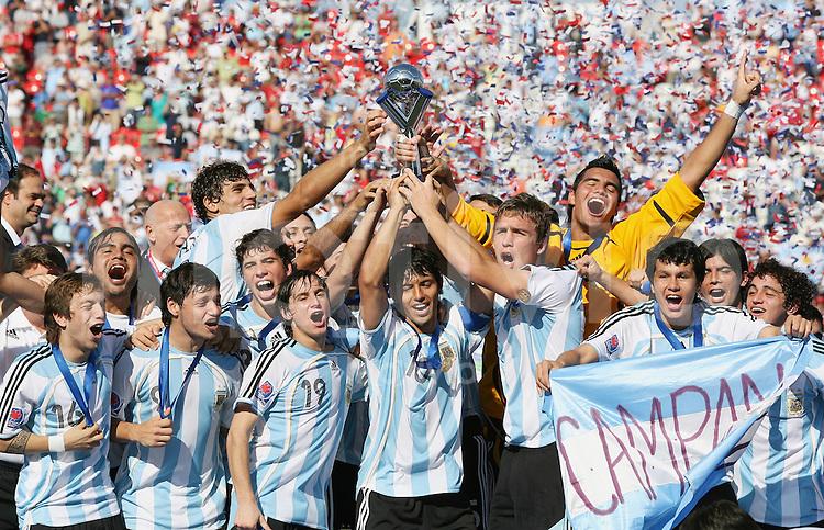 Fussball International U 20 WM  Finale  22.07.2007 Tschechien 1-2 Argentinien ARG Team feiert den U 20 WM Sieg; Sergio Aguero (mitte) und Kapitaen Matias Canega (mitte re)