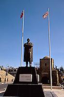 Zypern (Nord), Ata-Türk-Denkmal und Girne-Tor (Girne Kapi) in Nicosia (Lefkosa)
