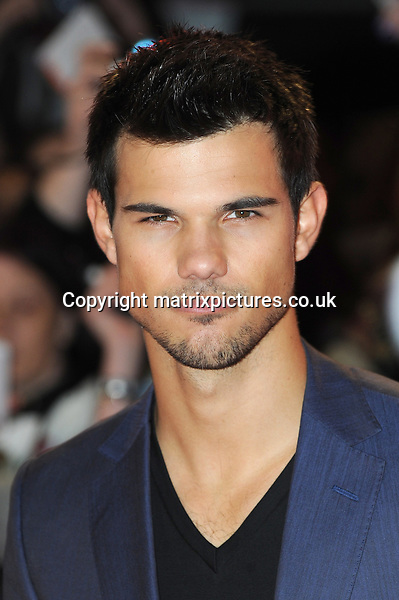 NON EXCLUSIVE PICTURE: PAUL TREADWAY / MATRIXPICTURES.CO.UK.PLEASE CREDIT ALL USES..WORLD RIGHTS..Taylor Lautner attends the UK premiere of Twilight Saga: Breaking Dawn Part 2, Odeon Leicester Square, Vue West End and Empire Leicester Square,, London...NOVEMBER 14TH 2012..REF: PTY 125276.