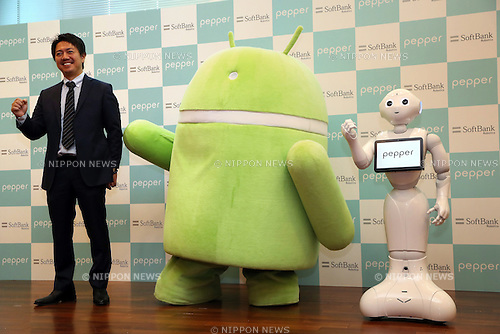 "May 19, 2016, Tokyo, Japan - Japanese telecom giant Softbank's humanoid robot Pepper (R) poses with Google's Android mascot (C) and Softbank Robotics president Fumihide Tomizawa at the Softbank headquarters in Tokyo on Thursday, May 19, 2016. Pepper will support Google's Android OS, and that presales of models for developers will begin from July 2016. And SoftBank will offer a software development kit ""Pepper SDK for Android Studio"" which enables the development of RoboApps on the Android platform.  (Photo by Yoshio Tsunoda/AFLO) LWX -ytd-"
