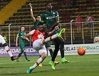 BOGOTA -COLOMBIA, 10-05-2017. Denis Stracqualursi (L) player of Independiente Santa Fe fights the ball   agaisnt of Dairin Gonzalez player of La Equidad.Action game between Equidad and Independiente Santa Fe  during match for the date 17 of the Aguila League I 2017 played at Metropolitano de Techo  stadium . Photo:VizzorImage / Felipe Caicedo  / Staff
