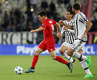 Calcio, Champions League: Gruppo D - Juventus vs Siviglia. Torino, Juventus Stadium, 30 settembre 2015. <br /> Sevilla's Kevin Gameiro, left, is chased by Juventus' Hernanes, center, and Andrea Barzagli, during the Group D Champions League football match between Juventus and Sevilla at Turin's Juventus Stadium, 30 September 2015. <br /> UPDATE IMAGES PRESS/Isabella Bonotto