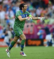 FUSSBALL  EUROPAMEISTERSCHAFT 2012   VORRUNDE Spanien - Italien            10.06.2012 Torwart Gianluigi Buffon (Italien) jubelt nach dem 0:1