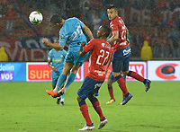 MEDELLIN - COLOMBIA, 20-04-2019: Yesid Diaz del Medellín disputa el balón con Juan Silgado de Jaguares durante partido por la fecha 17 de la Liga Águila I 2019 entre Deportivo Independiente Medellín y Jaguares de Córdoba F:C: jugado en el estadio Atanasio Girardot de la ciudad de Medellín. / Yesid Diaz of Medellin vies for the ball with Juan Silgado of Jaguares during match for the date 17 of the Aguila League I 2019 between Deportivo Independiente Medellin and Jaguares de Cordoba F:C: played at Atanasio Girardot stadium in Medellin city. Photo: VizzorImage / Leon Monsalve / Cont
