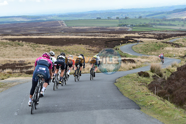 The peloton descend during the ASDA Women's Tour de Yorkshire 2017 running 122.5km from Tadcaster to Harrogate, England. 29th April 2017. <br /> Picture: ASO/P.Ballet | Cyclefile<br /> <br /> <br /> All photos usage must carry mandatory copyright credit (&copy; Cyclefile | ASO/P.Ballet)