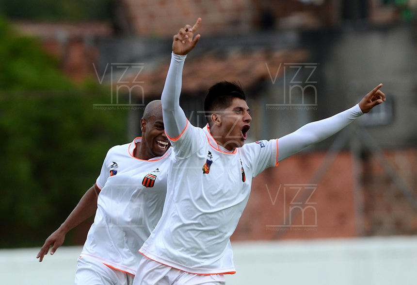 ENVIGADO - COLOMBIA - 03 - 03 - 2018: Yeison Guzman, jugador de Envigado F. C., celebra el gol anotado a Leones F. C., durante partido entre Envigado F. C. y Leones F. C. de la fecha 6 por la Liga Aguila I 2018, en el estadio Polideportivo Sur de la ciudad de Envigado. / Yeison Guzman, player of Envigado F. C., celebrates a scored goal to Leones F. C., during a match between Envigado F. C. and Leones F. C. of the 6th date for the Liga Aguila I 2018 at the Polideportivo Sur stadium in Envigado city. Photo: VizzorImage / Leon Monsalve / Cont.