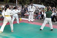 """Roma, Lamaro Cinecittà    .La polisportiva popolare """"Corto Circuito""""porta in piazza lo sport..Esibizione di taekwondo"""