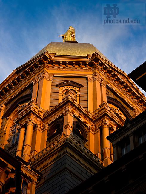 Golden Dome closeup..Photo by Matt Cashore/University of Notre Dame