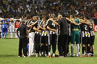 RIO DE JANEIRO, RJ, 23 DE FEVEREIRO 2012 - CAMPEONATO CARIOCA - SEMIFINAL - TAÇA GUANABARA - BOTAFOGO X FLUMINENSE - Jogadores do Botafogo, na última corrente antes da decisão por pênaltis, contra o Fluminense, pela semifinal da Taça Guanabara, no estádio Engenhão, na cidade do Rio de Janeiro, nesta quinta-feira, 23. FOTO: BRUNO TURANO – BRAZIL PHOTO PRESS