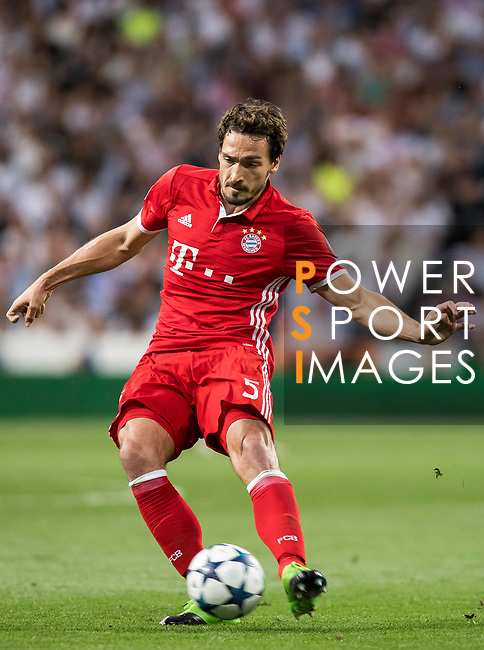 Mats Hummels of FC Bayern Munich in action during their 2016-17 UEFA Champions League Quarter-finals second leg match between Real Madrid and FC Bayern Munich at the Estadio Santiago Bernabeu on 18 April 2017 in Madrid, Spain. Photo by Diego Gonzalez Souto / Power Sport Images