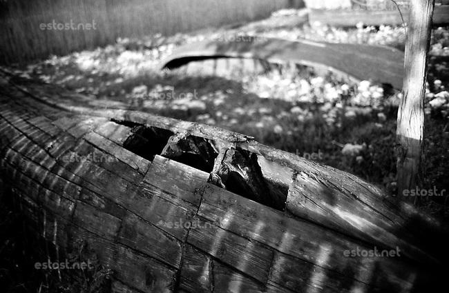 ROMANIA, Delta of Danube, Mila 23, April 2002..Abandoned fishing boat in Mila 23..ROUMANIE, Delta du Danube, Mila 23, Avril 2002..Barque de peche abandonnée à Mila 23..© Bruno Cogez