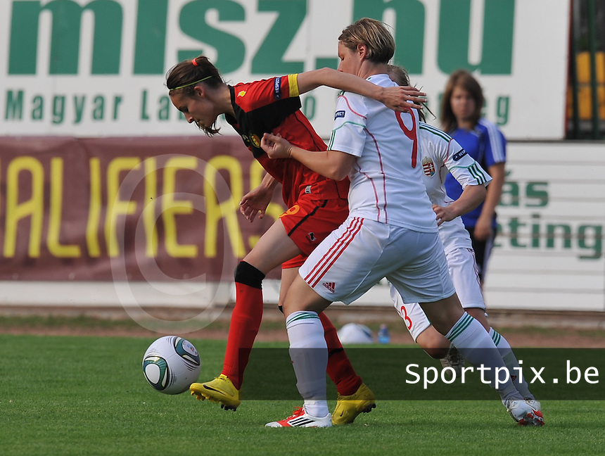Hungary - Hongarije : UEFA Women's Euro Qualifying group stage (Group 3) - 20/06/2012 - 17:00 - szombathely  - : Hungary ( Hongarije ) - BELGIUM ( Belgie) :.Tessa Wullaert in de tang van Szilvia Szeitl.foto DAVID CATRY / JOKE VUYLSTEKE / Vrouwenteam.be.