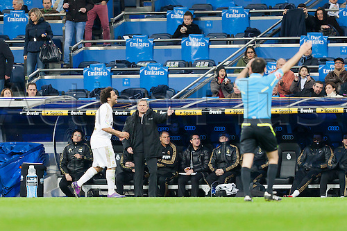 28.01.2012 Madrid, Spain, Real Madrid coach Mourinho, giving orders to his players during the Spanish League match between Real Madrid and Real Zaragoza in the Santiago Bernabeu Stadium.Mandatory Credit: Actionplus