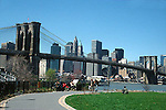 BROOKLYN BRIDGE FROM PARK IN BROOKLYN WITH MANHATTAN SKYLINE