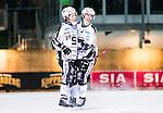 ***BETALBILD***  <br /> Stockholm 2015-11-18 Bandy Elitserien Hammarby IF - Sandvikens AIK :  <br /> Sandvikens Linus Forslund firar sitt 5-5 m&aring;l med Rasmus Forslund under matchen mellan Hammarby IF och Sandvikens AIK <br /> (Foto: Kenta J&ouml;nsson) Nyckelord:  Elitserien Bandy Zinkensdamms IP Zinkensdamm Zinken Hammarby Bajen HIF Sandviken SAIK jubel gl&auml;dje lycka glad happy