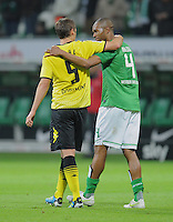 FUSSBALL   1. BUNDESLIGA   SAISON 2011/2012    9. SPIELTAG  14.10.2011 SV Werder Bremen - Borussia Dortmund                  Sebastian Kehl (li, Borussia Dortmund) umarmt Naldo (SV Werder Bremen)