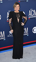 LAS VEGAS, NEVADA - APRIL 07: Kelly Clarkson attends the 54th Academy Of Country Music Awards at MGM Grand Hotel &amp; Casino on April 07, 2019 in Las Vegas, Nevada. <br /> CAP/MPIIS<br /> &copy;MPIIS/Capital Pictures