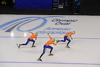 SCHAATSEN: CALGARY: Olympic Oval, 10-11-2013, Essent ISU World Cup, Team Pursuit, Linda de Vries, Lotte van Beek, Ireen Wüst (NED), ©foto Martin de Jong