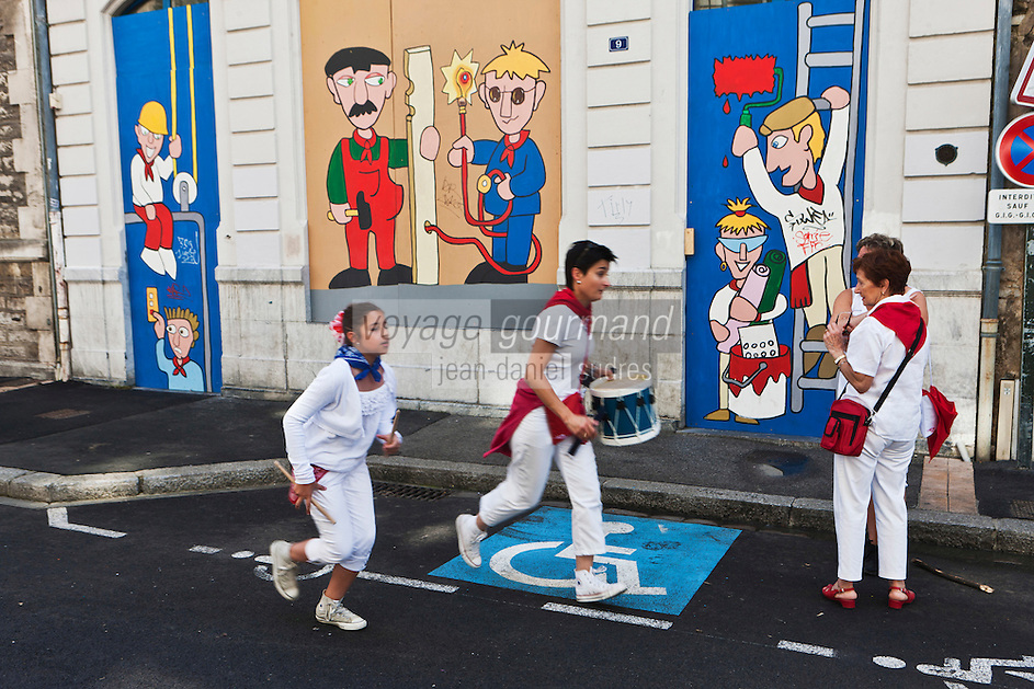 Europe/France/Aquitaine/64/Pyrénées-Atlantiques/Pays-Basque/Bayonne:  Peinture murale représentant les Fêtes de Bayonne -Rue Jacques Lafitte - VIeux Bayonne