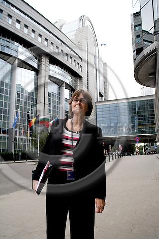 BRUSSELS - BELGIUM - 3 SEPTEMBER 2008 -- Danish MEP Anne E. JENSEN in front of the parliament.  -- Photo Erik LUNTANG / EUP-Images